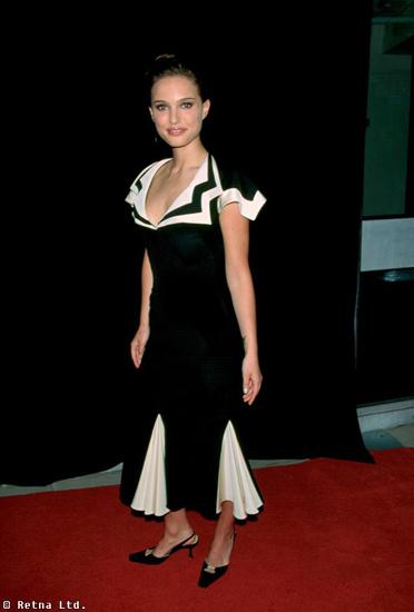 Celebrities wearing square toed shoes natalie portman black heels